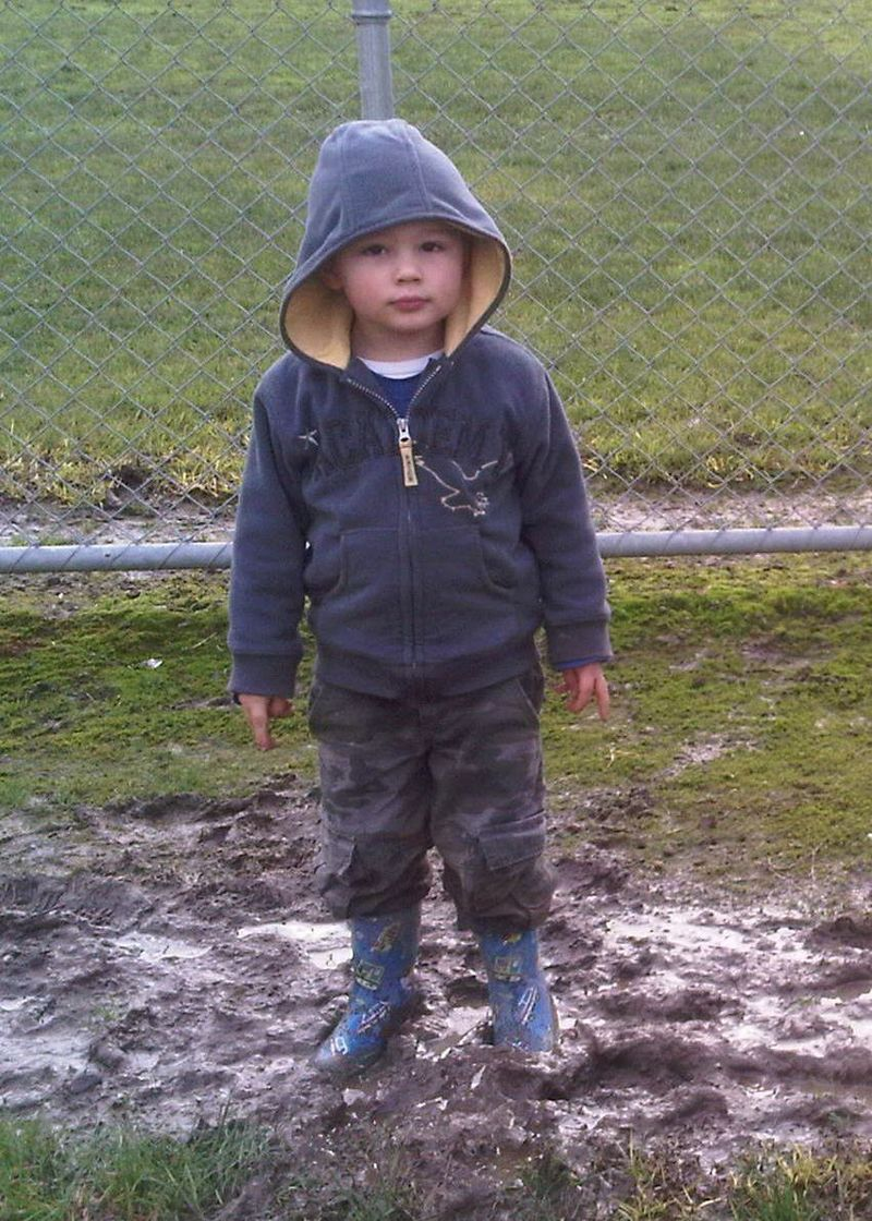 Gus in the mud - 24072010